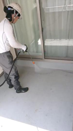 ベランダ床高圧洗浄